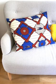 DIY coussin WAX les petites robes noires Ethno Style, Diy Wax, African Theme, African Home Decor, Decoration Inspiration, Pillow Fight, Home Trends, Diy Projects To Try, Lana