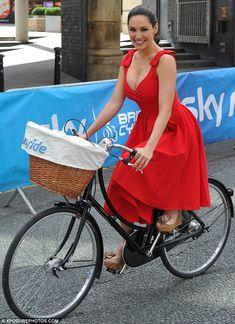Red Ascot Dress Style Vintage Circle Skirt As Seen On Kelly Brook Kelly Brook Style, Kelly Brook Hot, Festa Pin Up, Kelly Brook Bikini, Vrod Harley, Ascot Dresses, The Pretty Dress Company, Designer Party Dresses, Circle Dress