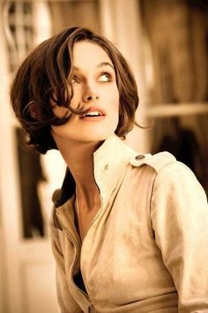 """Chanel """"Coco Mademoiselle"""" Film: Keira Knightley Love her hair in this pic! Estilo Keira Knightley, Keira Christina Knightley, Keira Knightley Hair Short, Kiera Knightly Bob, Keira Knightley Chanel, Cute Short Haircuts, Short Hairstyles For Women, Hairstyles With Bangs, Hairstyles 2018"""