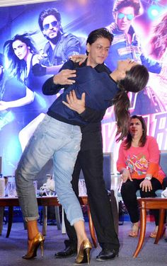 Shah Rukh Khan and Deepika Padukone groove as Farah Khan looks on at the 'Happy New Year' press conference. #Bollywood #Fashion #Style #Beauty #Handsome