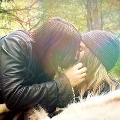 """Képtalálat a következőre: """"daryl and jesus kiss"""""""