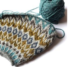 Ravelry: Lovewool-Knits' Sweet Dreams lots of useful info on top down knitting Fair Isle Knitting Patterns, Crochet Patterns, Crochet Yarn, Knitting Yarn, Ropa Free People, Icelandic Sweaters, Yarn Brands, Wool Yarn, Graphic