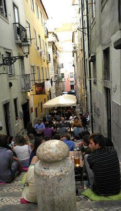4 Tage Lissabon, Portugal: Im Viertel Bairro Alto ist immer was los