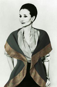 The inimitable Jacqueline de Ribes.   p.s. wearing NOM DE MODE !!