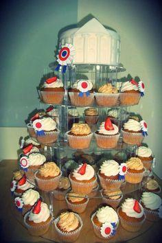 My #weddingcake #whitehouse #patriotic #cupcakes
