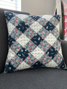 Patchwork Cushion, Patchwork Patterns, Quilted Pillow, Quilt Patterns, Burlap Pillows, Sewing Pillows, Decorative Pillows, Throw Pillows, Quilting Projects