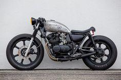 Kawasaki KZ550 cafe racer discover #motomood
