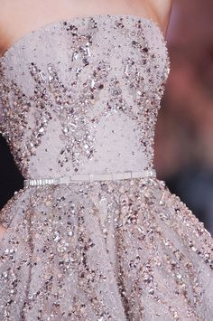 fashionversace: Elie Saab F/W 2013 Haute Couture – Details Style Couture, Couture Details, Couture Fashion, Fashion Details, Fashion Photo, Dress Vestidos, Prom Dresses, Formal Dresses, Wedding Dresses