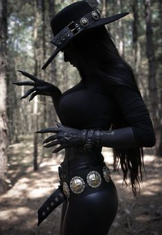 Image could contain: one or more people and outside – Gothic – Hot Goth Girls, Gothic Girls, Goth Beauty, Dark Beauty, Vaquera Sexy, Halloween Disfraces, Dark Fantasy Art, Gothic Fashion, Steampunk Fashion
