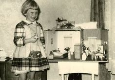 My Vintage Dollhouses: Little girls and their dollhouses.Another big smile of happiness on this cutie-pie. Another German dollhouse? Antique Dollhouse, Antique Dolls, Dollhouse Miniatures, Antique Photos, Vintage Pictures, Vintage Photographs, Santa Gifts, Very Merry Christmas, Old Dolls