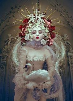 Fantasy Queens by Natalie Shau - Beauty in Wonderland by WHYTT Magazine - Be artist Be art♥🌸♥ Art And Illustration, Floral Illustrations, Fantasy Kunst, Fantasy Art, Wonderland, Pop Surrealism, Oeuvre D'art, Belle Photo, Dark Art
