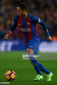 Fotografía de noticias : Neymar Jr of Barcelona in action during the La...