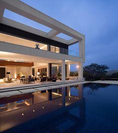 Architect Fernanda Marques has designed the Jaragua Residence in São Paulo, Brazil.