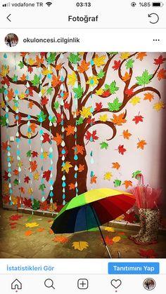 Sonbahar aylarında 🍂🍂🍂🍃 For the tree Paper Flower Decor, Flower Pot Crafts, Large Paper Flowers, Fish Crafts, School Wall Decoration, Fall Classroom Decorations, School Decorations, Hand Crafts For Kids, Craft Kids