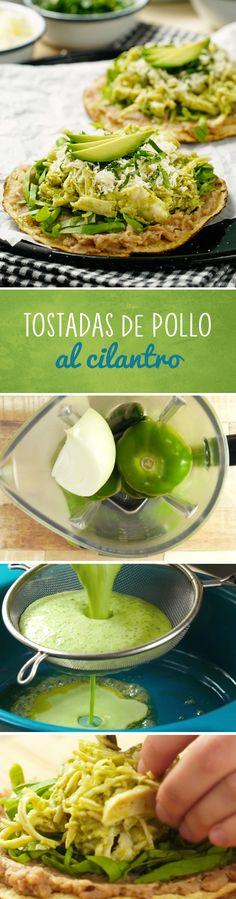 Receta de tostadas de pollo al cilantro. La salsa verde con tomatillo de estas tostadas con frijoles y aguacate la hace tu mejor opción para vacaciones de verano o si estás a dieta.