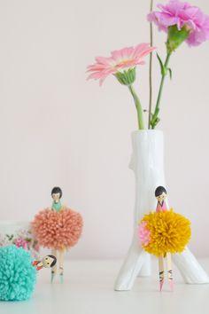 DIY Ballerina knijpers pompom knutselen. Pompon crafts ballet