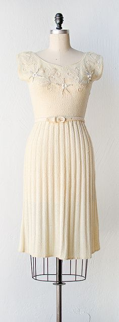 Vintage 1940s, I see my grandma in this dress absolutely! Especially if it was a soft sea green