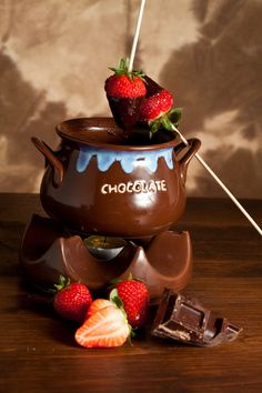 Recipe show 4 Food Shows, Chocolate Fondue, Sweet Tooth, Food And Drink, Sweets, Tableware, Desserts, Recipes, Yummy Yummy