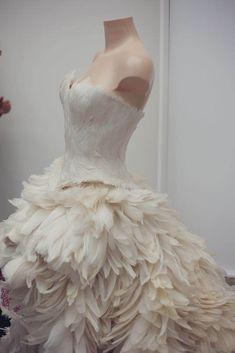 The luxury wedding show, London - a look back - Wedding Inspirasi Pretty White Dresses, Pretty Outfits, Nice Dresses, Prom Dresses, Wedding Dresses, Feather Dress, Cosplay, Wedding Show, Fashion Line
