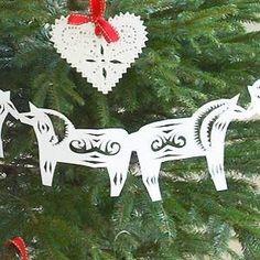 Make a paper  Scandinavian horse Christmas garland - templates