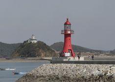 Jebudo Hang Light, Hwaseong, October 2008  (Nueseom Light, Ansan, seen in the distance)  Panoramio photo copyright Korea Tourism Organization