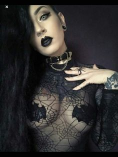 Solid Advice About Gothic Jewelry. Gothic Jewelry has always been an important part of cultural expression. Gothic Chic, Dark Gothic, Estilo Rock, Victorian Goth, Gothic Steampunk, Goth Beauty, Dark Beauty, Dark Fashion, Gothic Fashion