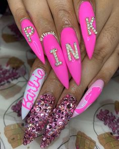 Happy pink birthday baby 😍😍😍 is about that nail life ! Edgy Nails, Grunge Nails, Glam Nails, Dope Nails, Art Nails, Ongles Roses Barbie, Barbie Pink Nails, Purple Nails, Pink Bling Nails