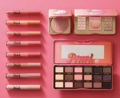 La collection maquillage Sweet Peach de Too Faced, composée de la palette Sweet Peach Glow, du blush Papa don't Peach et des gloss Sweet Peach Creamy Lip Oil Too Faced