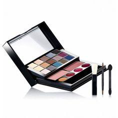 AVON ' Profesjonalna paleta do makijażu http://www.avon.sklep.pl/profesjonalna-paleta-do-makijazu-3797.html    Paletka do makijażu zawierająca 15 cieni do powiek, 4 błyszczyki, 2 róże oraz aplikatory do cienia, błyszczyka i różu. Wybór uniwersalnych kolorów. Aplikatory zapewniają wygodę użytkowania i precyzję przy wykonywaniu makijażu. W środku znajduje się małe lusterko.