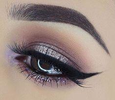 Si tienes los ojos marrones y quieres sacarle el mejor provecho a ellos. el maquillaje es una excelente herramienta. Siguiendo sencillos trucos puedes potenciar las belleza de tus ojos. 1. Usa una base lo más parecida a tu piel debajo del párpado inferior para disimular cualquier sombra oscura. 2. La forma de las cejas son …