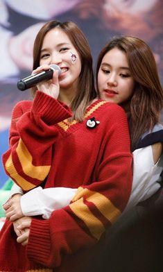 Twice - Mina & Chaeyoung [Michaeng] Nayeon, Kpop Girl Groups, Korean Girl Groups, Kpop Girls, Blackpink Twice, Twice Kpop, K Pop, Wattpad, Mode Kpop