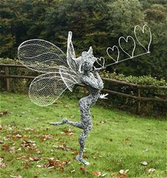 Bore Fantasy Wire Creates Incredible Fairy Wire Sculptures For, Tips How To Make A Garden Sculpture Chicken Wire Art, Chicken Wire Sculpture, Sculpture Metal, Garden Sculpture, Sculptures Sur Fil, Wire Sculptures, Robin Wight, Fantasy Wire, Elfen Fantasy