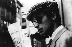 Ravageurs read the news. | Jean-Paul Belmondo