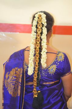 South Indian Bride Hairstyle, Indian Hairstyles, Bride Hairstyles, Flower Braids, Indian Flowers, Jada, Beautiful Bride, Blouse Designs, Brides
