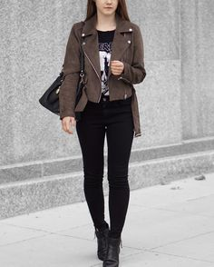 A Little Detail - Fall Fashion // Suede Jacket // All Black Outfit //  #fallfashion #womensfashion #outfit #suedejacket