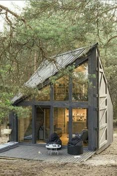 Tiny House Movement and Why it's so Popular - Rustic Design Best Tiny House, Tiny House Cabin, Tiny House Living, Tiny House Plans, Tiny House Design, Living Room, Tiny House Movement, Tiny House Exterior, A Frame House