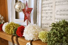 yarn pom pom garland mantel (700x464, 260Kb)