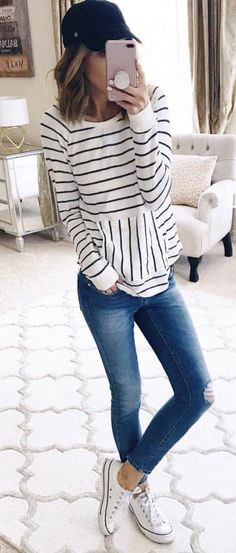 woman holding smartphone wearing long-sleeved shirt and jeans. - outfits , woman holding smartphone wearing long-sleeved shirt and jeans. Pic by Kate Blue Fall Outfits, Summer Outfits, Cute Outfits, Young Mom Outfits, Casual Mom Outfits, Everyday Outfits, Modest Outfits, Everyday Fashion, Stylish Outfits