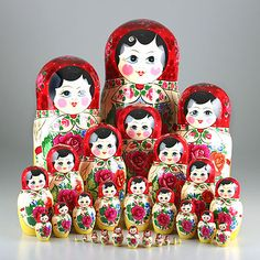 thats a lot of dolls! 30 pc traditional matryoshka, red roses