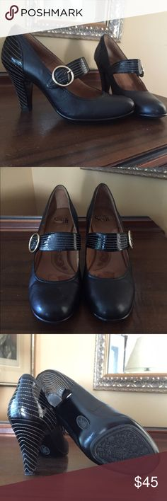 Price drop today! ☀️ Black leather & patent pumps Lightly worn, upscale classic style, Sofft brand,purchased at shoe boutique. Patent with stitching on strap and heel, subtle gold buckle. Bundle for added discount! Sofft Shoes Heels