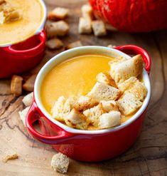 Pyszna zupa krem z dyni z grzankami - Wiszniówka Soup And Sandwich, Hummus, Soup Recipes, Sandwiches, Food And Drink, Veggies, Menu, Diet, Cake