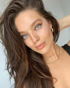 taught me how to do the fox eye on insta live. Emily Didonato Instagram, Fox Eyes, Insta Live, Actrices Hollywood, Hair Accessories For Women, Most Beautiful Women, Maybelline, Supermodels, Makeup Looks