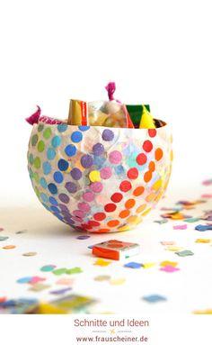 Konfettischale aus Pappmasche selbermachen, einfaches diy für süße Bonbon aufbewahrung, recycling Papier, Bonboniere, Luftballon, basteln mit Kindern, Kinder, basteln, Bastelidee, diyidee, Süßigkeiten, Fasching, Karneval, Fastnacht #recycling #Kofetti #bastelnmitkindern Decorative Bowls, Tableware, Party, Experiment, Diy, Kindergarten, Kid Crafts, Colored Paper, Confetti