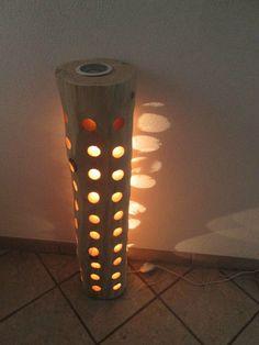 """""""""""TWO IN ON"""""""", zwei Beleuchtungsmöglichkeiten in einer Säule;-) oben ist ein Deckenfluter"""