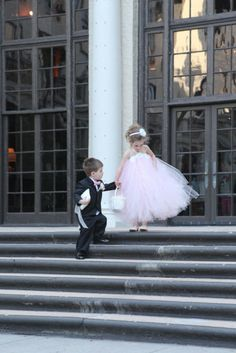 Aww..what a cute shot of the ring bearer and flower girl!