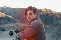 Hombres que amamos: Cole Sprouse   It's Spoiler Time!