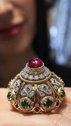 Jewelry Design Earrings, Jewelry Art, Kundan Bangles, Byzantine Jewelry, Indian Jewellery Design, Big Rings, India Jewelry, Collar Necklace, Unique Rings