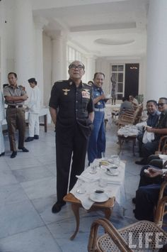 Sukarno at National Palace History Photos, Great Leaders, Historical Pictures, Founding Fathers, Surabaya, My Favorite Part, World History, Vintage Photographs, Old Photos