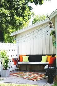 16 Small Backyard Ideas Easy Designs for Tiny Yard - Make it Look Big, Spacious and Cozy Rustic Garden Decor, Rustic Gardens, Planter Bench, Backyard Ideas For Small Yards, Nantucket Style, Outdoor Settings, Beautiful Gardens, Living Spaces, Outdoor Decor