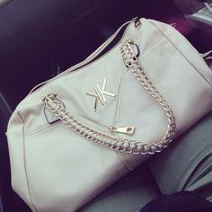 Kardashian my god I need handbags Cute Handbags, Beautiful Handbags, Purses And Handbags, Big Purses, Cute Purses, Purse Game, Kardashian Kollection, Purse Styles, Cute Bags